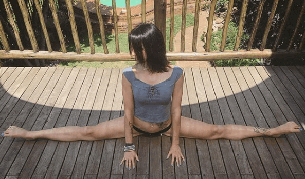 yoga-star-veronica-brown/